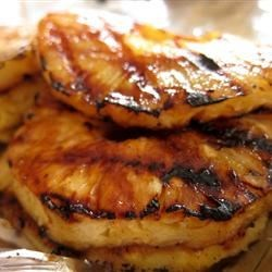What is an easy recipe for grilled pineapple slices?
